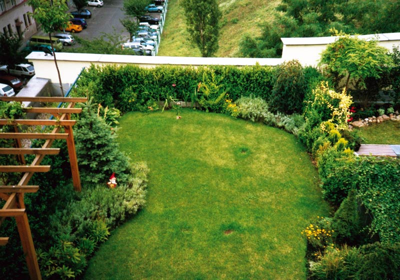 Roof garden marigreen ltd garden design construction for Garden design for small gardens